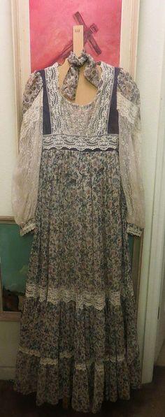 GUNNE SAX Vintage flower and lace prairie prom or Wedding Dress