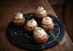 Savoury cheddar cupcakes with caramelized shallots, leek and Castello® Brie frosting Savory Cupcakes, Savory Muffins, Caramelized Shallots, White Frosting, Halloween Snacks, Brie, Cheddar, Food Inspiration, Tapas