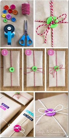 envoltorio regalo con boton Cómo envolver un regalo reciclando objetos