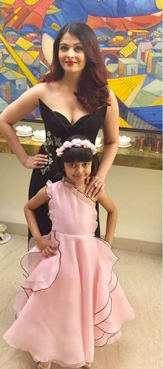 Aishwarya wid her Daughter Aradhya Frocks For Girls, Little Girl Dresses, Girls Dresses, Flower Girl Dresses, Actress Aishwarya Rai, Aishwarya Rai Bachchan, Bollywood Actress, Kids Gown, Party Frocks
