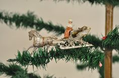 1519: MAN IN ONE HORSE SLEIGH DRESDEN ORNAMENT : Lot 1519