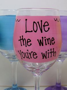 Kiss my glass Hilarious Funny Wine Glass Gift by FunnyWineGlasses Decorated Wine Glasses, Painted Wine Glasses, Funny Wine Glasses, Cricut Explore Projects, Cool Things To Buy, Glass Art, Tableware, Christmas Presents, Coffee Cups