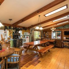 The Columbia River Gorge Guesthouse is perfect for your next family reunion.