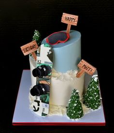 - Snowboarding Cake Can't decide between a boarding cake, outdoorsman, or climber's cake.