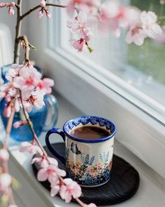 Image in Cafe Coffee Expresso Chocolate collection by Belaseed Coffee And Books, I Love Coffee, Best Coffee, My Coffee, Good Morning Coffee, Coffee Break, Frühling Wallpaper, Café Chocolate, Coffee Flower