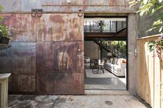 Warehouse conversion in Sydney provides delightful urban oasis