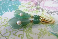 Green aventurine carved callas earrings with jade di Sofiasbijoux, €32.00