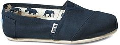 Toms Womens Classics Navy Canvas 001001B07-NVY Womens 5.5 - Toms sneakers for women ( Amazon Partner-Link) Winter Slippers, Cute Slippers, Toms Sneakers, Sneakers Fashion, Fashion Boots, Toms Outfits, Cheap Toms Shoes, Fashion Slippers, Toms Classic