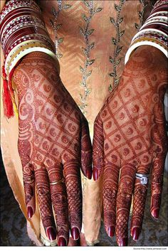 unique #traditional bridal #mehandi design that is coming back in demand, accompanied by modern mehandi #designs for the bride's hands.
