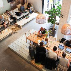 Leestafel Coffee & Coconuts Amsterdam