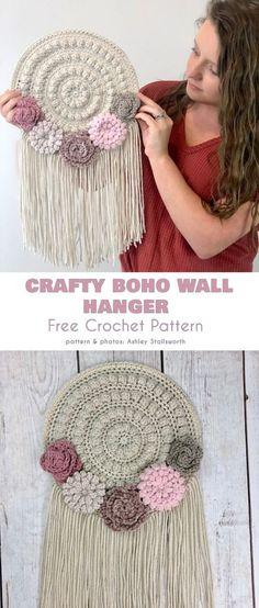Best Images boho Crochet Patterns Tips Crafty Boho Wall Hanger Free Crochet Pattern Diy Tricot Crochet, Boho Crochet Patterns, Love Crochet, Crochet Stitches, Knitting Patterns, Crochet Ideas, Crochet Home Decor, Crochet Crafts, Yarn Crafts