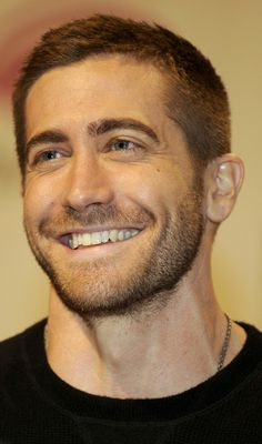 jake gyllenhaal, long, short, shaggy hair, it doesn't matter, he is always attractive!
