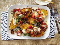 Gebackene Süßkartoffeln mit Kichererbsen und Sesam-Mandel-Soße