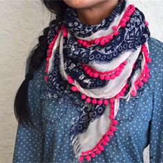 Create your own pom pom scarf with this easy DIY tutorial.