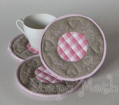 Shape Moth: Green and pink coasters