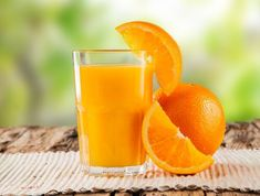 Looking to burn belly fat fast? Discover how this popular 'party' drink can shrink fat cells and help you lose weight naturally. Arthritis, Combattre La Cellulite, Jus D'orange, Burn Belly Fat Fast, Party Drinks, Natural Medicine, How To Get Rid, The Cure, Lose Weight