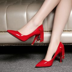 How charming and special about this high heel shoes,especially about the Rivet.The slight red color can catch everybody eyes at the first time.Rivet Tassel Pointed Toe Pumps.