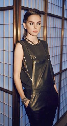 (FC: Daisy Ridley) Greetings, everyone, name's Quinley Genesis, 17 years old… Daisy Ridley Star Wars, Rey Daisy Ridley, English Actresses, British Actresses, Reylo, Celebs, Celebrities, Belle Photo, Girl Crushes