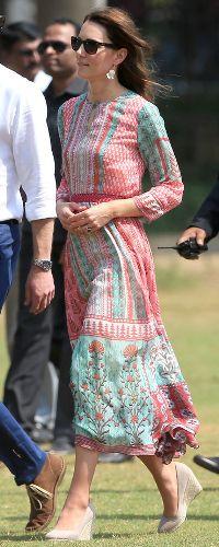 10 Apr 2016 - Duke & Duchess of Cambridge visit Oval Maidan & Banganga Water Tank. Click to read more