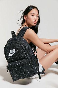 Nike Sportswear Heritage Backpack Source by bags Trendy Backpacks, Girl Backpacks, Nike School Backpacks, Cool School Bags, Mochila Jansport, Mochila Adidas, Nike Bags, Heritage Backpack, Girls Bags