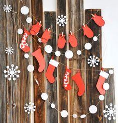 Подборка пошаговых мастер классов и идей для новогодних украшений и гирлянд из бумаги, шишек и фетра.