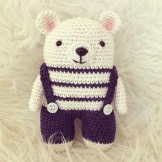 Pyssliga Fia: Virkad nalle med mönster Crochet Animals, Crochet Toys, Baby Barn, Crochet Patterns, Crochet Ideas, Baby Gifts, Diy And Crafts, Hello Kitty, Dolls