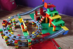 Lego Duplo Eisenbahn idea the world training craft craft diy craft for kids craft no sew craft to sale Train Lego Duplo, Lego Trains, Lego Design, Lego For Kids, Diy For Kids, Lego Challenge, Lego Craft, Lego Games, Lego Instructions