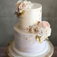 Modern Wedding Cakes Cake by Paper Cake Events - Creative Wedding Cakes, Amazing Wedding Cakes, Gold Cake Topper, Wedding Cake Toppers, Wedding Cake Fresh Flowers, Cake With Flowers, Buttercream Wedding Cake, Paper Cake, Gorgeous Cakes