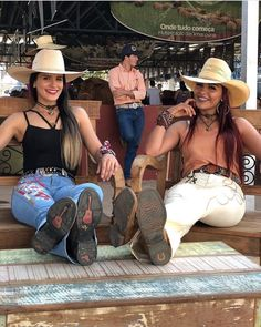 Country Girl Pictures, Cute Country Girl, Looks Country, Country Women, Foto Cowgirl, Cowgirl Jeans, Sexy Cowgirl, Cowboy Up, Cowgirl Style Outfits