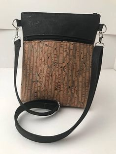 Hipster 2.0 Crossbody Bag - Jade Natural is the perfect choice for those times when you dont want to carry a large bag but still want enough room to fit the basics: wallet, keys, earbuds, smartphone and other necessities. Updated Hipster Crossbody Bag 1 zipper exterior pockets 1 open