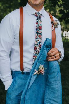 Floral tie chambray suit Mens Wedding Ties, Wedding Suits, Blue Wedding, Wedding Colors, Groom Fashion, Mens Fashion, Tweed Suits, Indian Groom, Premier Designs Jewelry