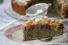Mohnkuchen mit Kirschen und Keksstreuseln: Give it up for Mrs. Morella Shadow!