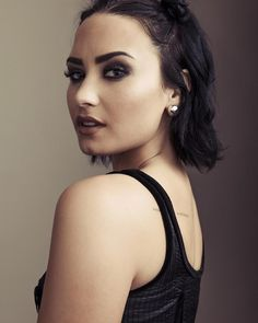 Image uploaded by camille. Find images and videos about demi lovato, demi and lovato on We Heart It - the app to get lost in what you love. Cabelo Demi Lovato, Demi Lovato Hair, Demi Lavato Short Hair, Demi Lovato 2010, Miley Cyrus, Divas, Beauty And Fashion, Role Models, Hair Inspiration