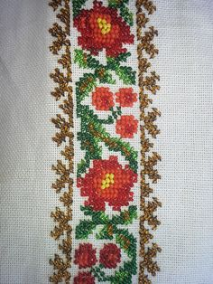 Model brau cusut cu margele, in lucru Beaded Embroidery, Needlework, Diy And Crafts, Costumes, Traditional, Beads, Crochet, Handmade, Inspiration