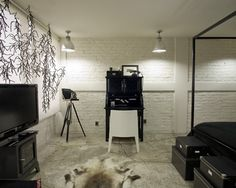 White Brick Wall Design, Pictures, Remodel, Decor and Ideas Painted Brick Walls, Painted Concrete Floors, White Wood Floors, White Brick Walls, Floor Design, Wall Design, Floating Hardwood Floor, White Apartment, Basement Apartment