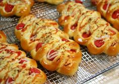 Roti Sosis Caterpillar menggunakan Tang Zhong/Water Roux