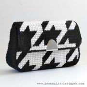 012-plastic-canvas-purse-dreamalittlebigger