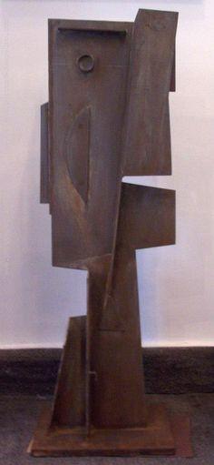 """Alceu Ribeiro (Taller Torres García) """"Formas"""" Escultura en hierro fundido 105 X 35 cms. Año 2007 http://www.portondesanpedro.com"""