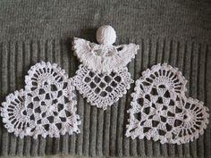 Aniołek i serduszka Crochet Christmas Decorations, Crochet Ornaments, Crochet Snowflakes, Crochet Doilies, Crochet Flowers, Filet Crochet, Irish Crochet, Crochet Stitches, Knit Crochet