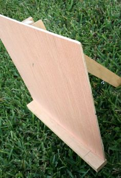 How to Make an Easel - The Happy Housewife™ :: Home Management