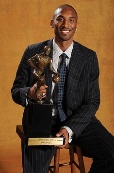 Kobe Bryant Lakers Nba Mvp Pictures and Photos - Getty Images Kobe Bryant Lakers, Kobe Bryant 8, Michael Jordan, Basketball Pictures, Kobe Basketball, Basketball Legends, Basketball Players, Kobe Bryant Pictures, Kobe Bryant Family