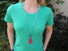 Inspired by Anthropologie: DIY Plume Necklace. Anthropologie hack: how to make Anthropologie's neon plume necklace yourself