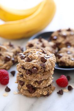 All it takes are 3 simple ingredients to make these naturally sweetened oatmeal banana cookies. Plus, these banana oatmeal chocolate chip cookies are kid-friendly, gluten free, and made in under 20 minutes! Gluten Free Cookies, Healthy Cookies, Healthy Treats, Healthy Desserts, Gluten Free Recipes, Diabetic Desserts, Healthy Recipes, Veg Recipes, Copycat Recipes