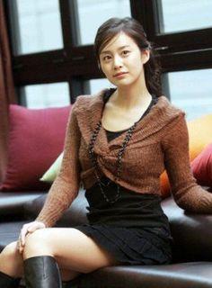 김태희(キム・テヒ) 韓国を代表する美人女優の一人。 日本ではドラマ「天国の階段」でブレイク。