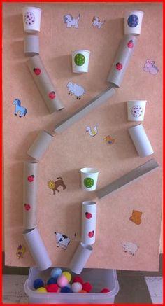 20 ideias criativas, fáceis e lúdicas para os pequenos se divertirem Toddler Learning Activities, Indoor Activities, Infant Activities, Kids Learning, Toddler Activity Board, Projects For Kids, Diy For Kids, Crafts For Kids, Diy Toys For Toddlers