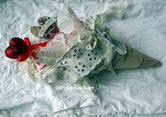 victoriancone Valentine Crafts, Valentines Day, Holiday Ideas, Holiday Decor, Heart Day, Xmas Holidays, Hearts, Victorian, Craft Ideas