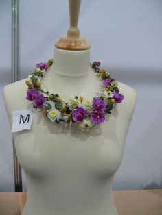 Spread the love Flowers play an important role in weddings. Mother Of Bride Corsage, Collar Floral, Bridal Hair Flowers, Body Adornment, Floral Necklace, Flower Show, Flower Fashion, Flower Dresses, Floral Design