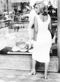 Marilyn Monroe in New York by Sam Shaw (1957)