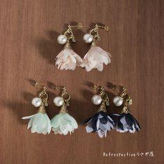 柔らかい輝きの真っ白なコットンパール。ふんわりフリルが可愛い、花びらみたいなタッセル。宝石みたいなクリスタルを一粒添えて、可愛らしいピアスが出来ました。スカートにも、パンツスタイルにも。可愛らしさをプラスしたい時に、ぴったりのピアスです。◆―――――――...