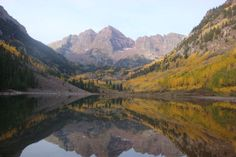 A lake near Aspen, Colorado, in autumn. Image by Kashif Khan / Lonely Planet